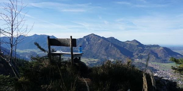 Kleine Bank in der Nähe des Roßkopf mit traumhaftem Blick über Marquartstein