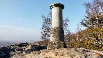 Foto Großer Zschirnstein: Die restaurierte Historische Triangulationssäule
