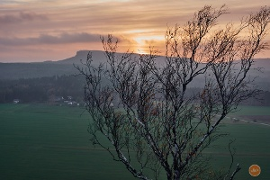Foto Blick beim Sonnenuntergang vom Zirkelstein zum Großen Zschirnstein