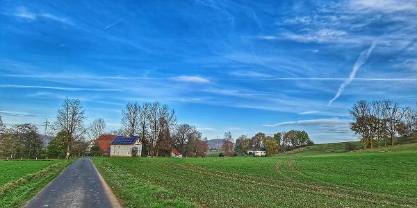 Auf dem Wiesenweg entlang der Mühlen