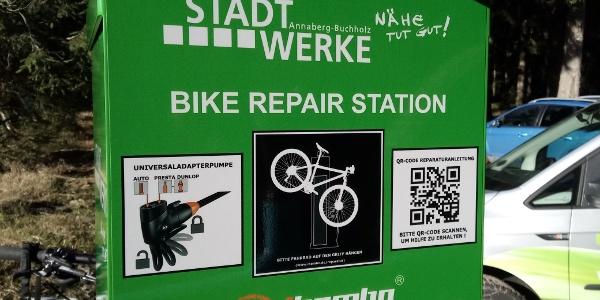 Fahrradreparatur-Station am Fernsehturm Geyer 4