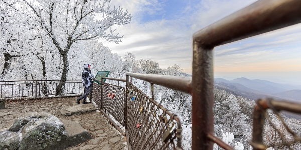 A dobogó-kői kilátóhely télen