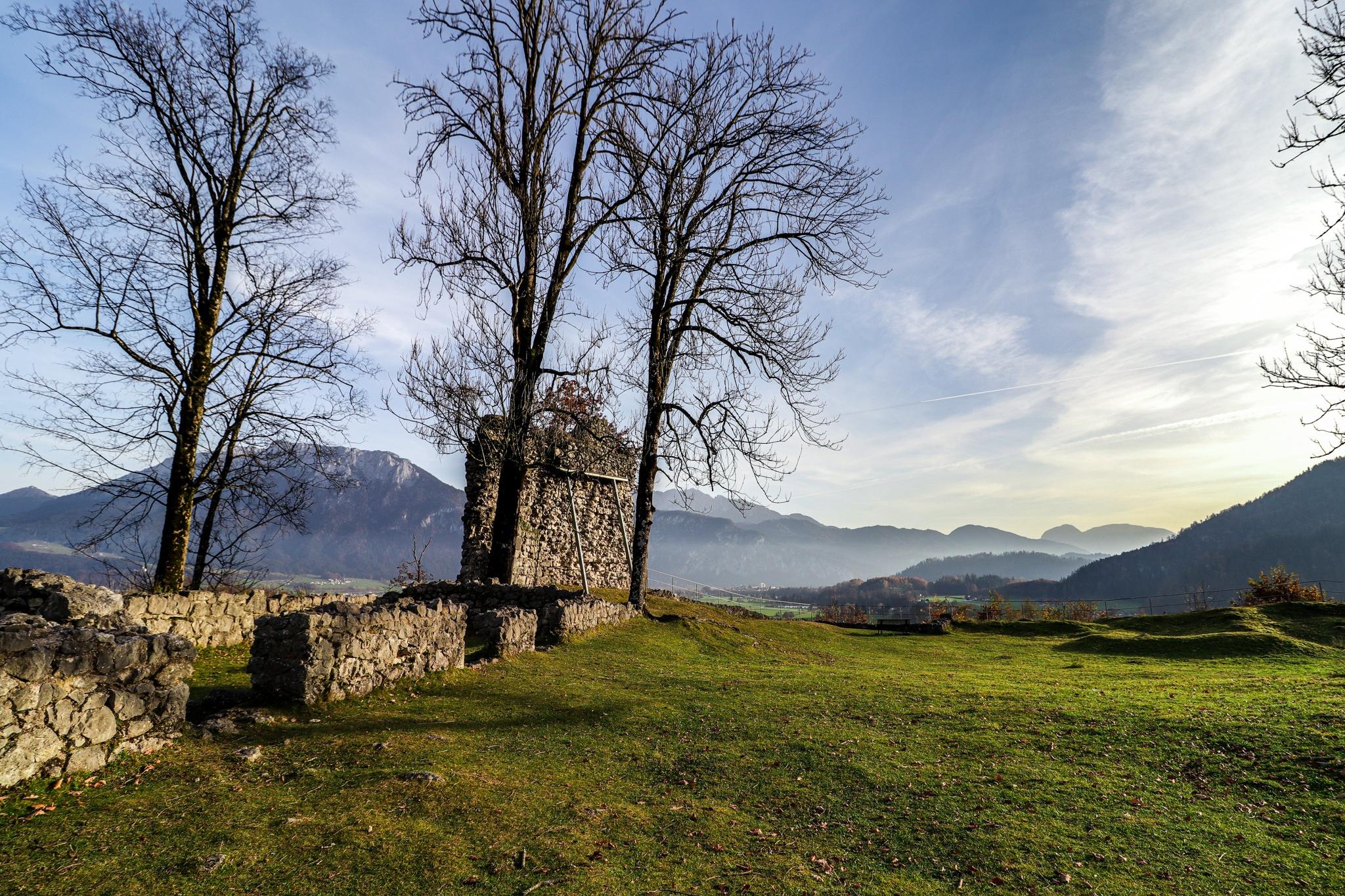 Ruine Auerburg mit Blick aufs Kaisergebirge