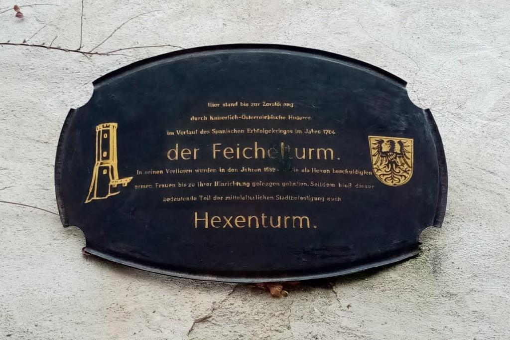 Gedanktafel am ehemaligen Feichelturm (Hexenturm) (Alicia Hanusa)