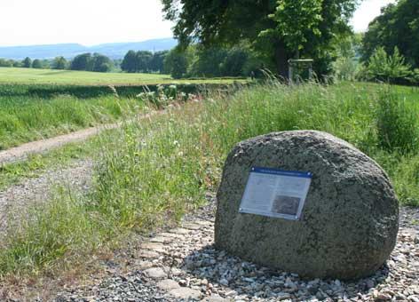 Gedenkstein am Schlachtfeld