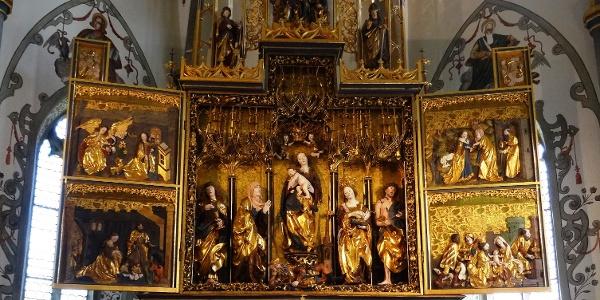 Le maître-autel gothique de l'église paroissiale Assomption de la Vierge Marie