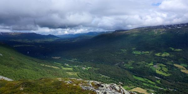 Fra varden på Håggåberget venter ei flott utsikt.