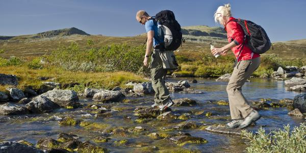 Crossing the Døråe river
