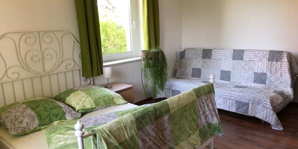 Schlafzimmer mit Aufbettung Ferienwohnung Martin