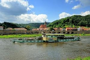 Foto Blick über die Elbe nach Königstein