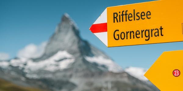 Wanderwegweiser Richtung Riffelsee und Gornergrat