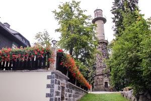 Foto Auf dem Ungerberg gibt es neben einer Gaststätte auch den Bismarckturm
