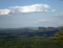 Foto Aussicht zum Falkenstein und zur Schrammsteinkette