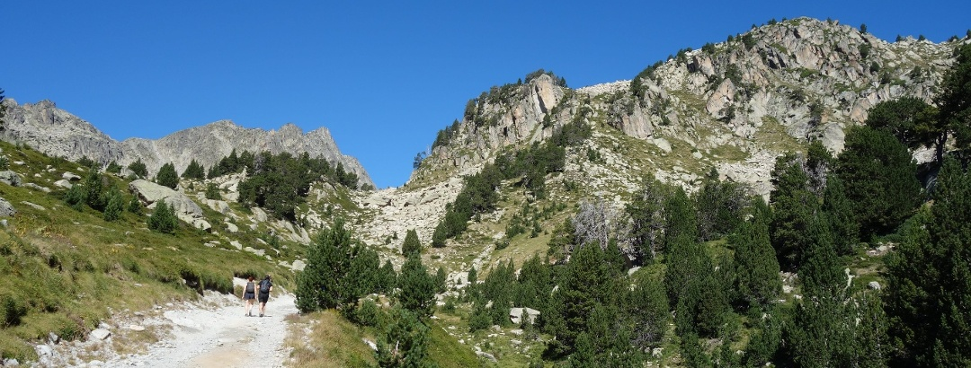 Sendero al refugio de Amitges en el Parc Nacional d'Aigüestortes i Estany de Sant Maurici, Cataluña