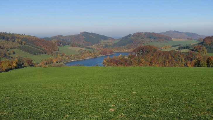 Naturpark Sauerland-Rothaargebirge nahe dem Hennesee