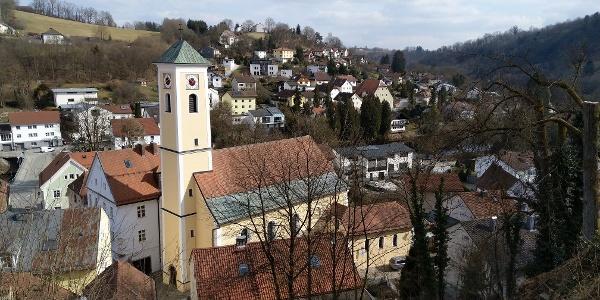Blick vom Leharweg auf Hals mit Pfarrkirche St. Georg