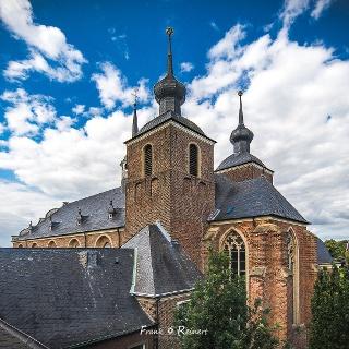 Blick auf Abteikirche und Marienkapelle