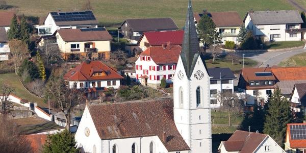 Leipferdingen mit der St. Michaels-Kirche