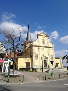 Poppenhausen - Blick vom Kirchplatz auf die Pfarrkriche St. Jakobus der Ältere