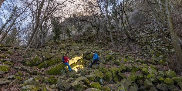 A Sárkány-lik barlang bejárata a Szent György-hegyen
