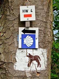 Ochsenfurt - Wegzeichen auf Gäubahntrasse