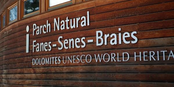 Ausgangspunkt der Tour und Tor zu den Dolomiten, das Naturparkhaus in St. Vigil in Enneberg