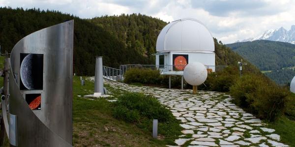 Der Planetenweg mit zugehöriger Sternwarte macht diese Bikerunde interessant.
