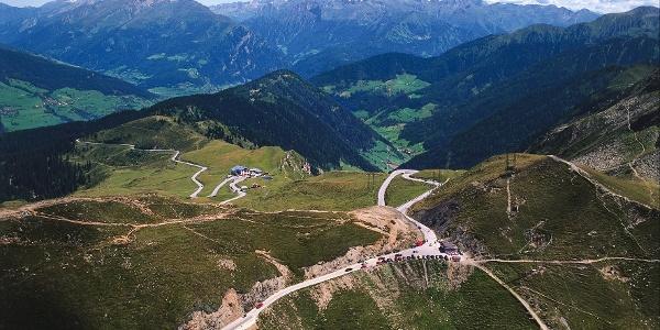 Wanderung vom Tal auf den Jaufenpass über das Platschjoch.
