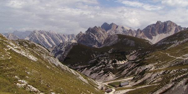 Das Grünwaldtal vom Kreuzjoch aus gesehen (im Hintergrund die Croda del Becco)