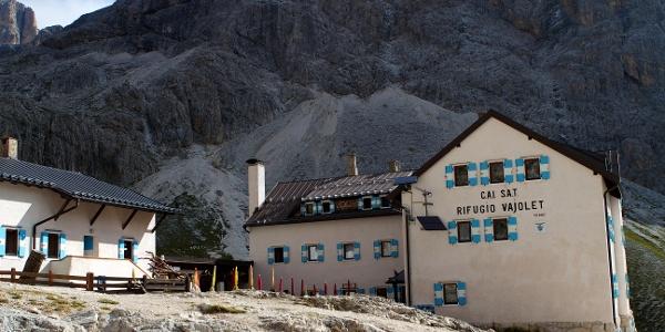 Ziel der Wanderung ist die Vajolethütte auf 2.243 m.
