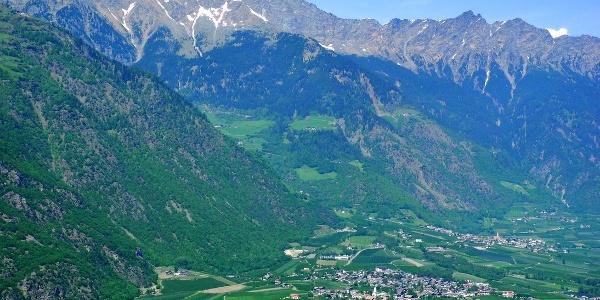 Nassereith und Giggelberg liegen hoch über Rabland im unteren Vinschgau.