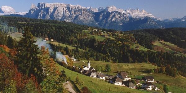 Aussichtsreiches Panorama auf die Dolomiten bei der Wanderung in Oberinn am Ritten
