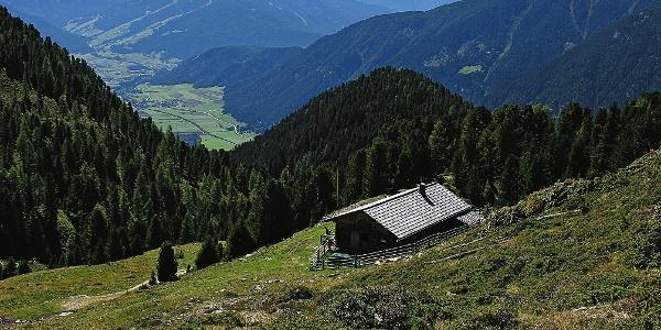 Ochsenalm und Dolomitenblick vom Aufstieg zur Amperspitze aus
