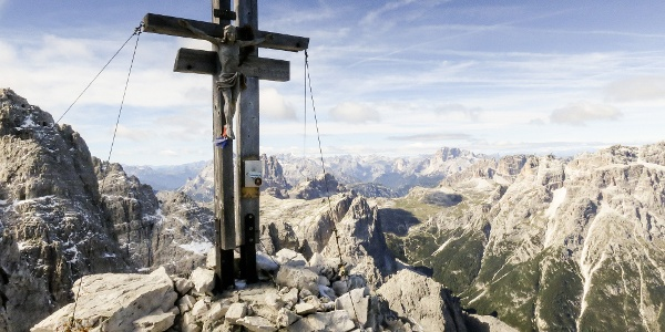 The top of Croda Rossa of Sesto is a perfect sight seeing point for the surronding Dolomites.