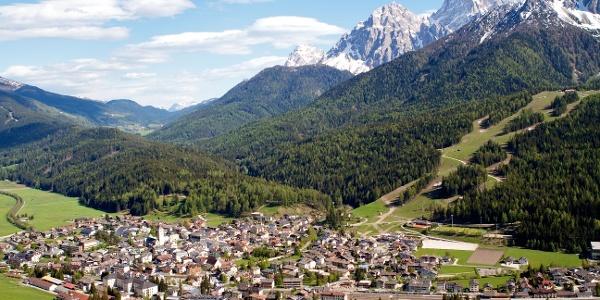 Über die Innichner Alm führt die Wanderung zur Drei-Schuster- Hütte im Innerfeldtal.