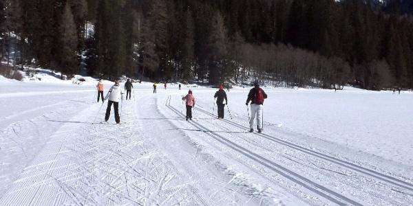 Langlaufen auf dem Antholzer See - ein Genuss für alt und jung.