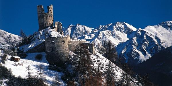 Die Rodelbahn Avingatal liegt nicht weit vin der Ruine Rotund bei Taufers im Münstertal.