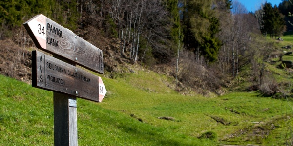 Der Weg hinauf zum Vigiljoch über dem Pawigl ist gut markiert und beschildert.