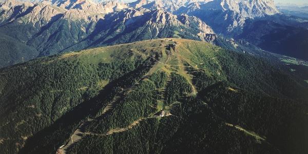 Der Kronplatz: im Winter Skigebiet - im Sommer gibt es viele Wandermöglichkeiten.