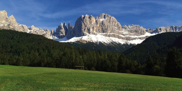 The Catinaccio viewn from Tiers, nearby we find the Passo Nigra, a goal of the tour.