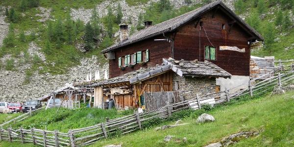 Familienwanderung zur Fiechtalm im hintersten Ultental.