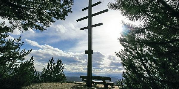 Das Wetterkreuz am Gipfel der Völsegger Spitze