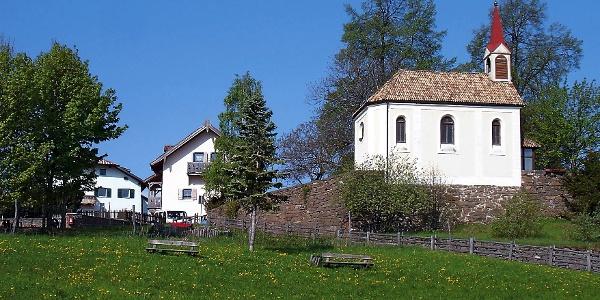 Auf dieser Wanderung von Bozen nach Seit und Kohlern erreicht man die kleine Kapelle auf Bauernkohlern.