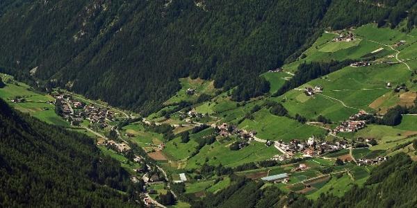 Der Südtiroler Erdbeer-Weg befindet sich im Marteller Talboden zwischen Gand und Burgaun.