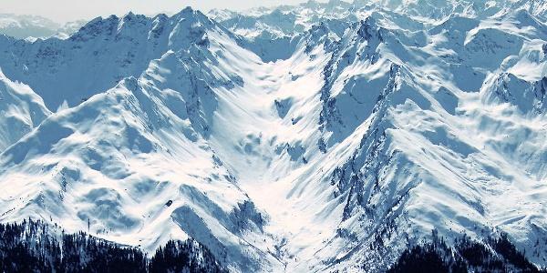 The Cima del tempo peak, in the middle of the picture.