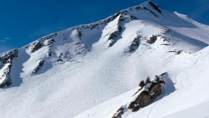 Könner haben ihre Spuren in die Gipfelhänge der Güntlespitze gezeichnet.