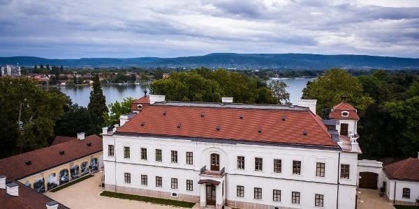 A tatai Esterházy-kastély