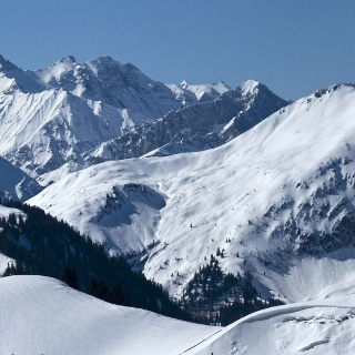 Mit der Panoramakamera schauen wir aus dem Gröbner Hals ins Karwendelgebirge.