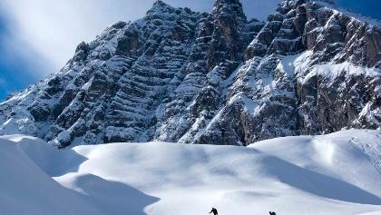 Harte Spurarbeit beim Aufstieg lässt eine staubende Abfahrt erwarten!