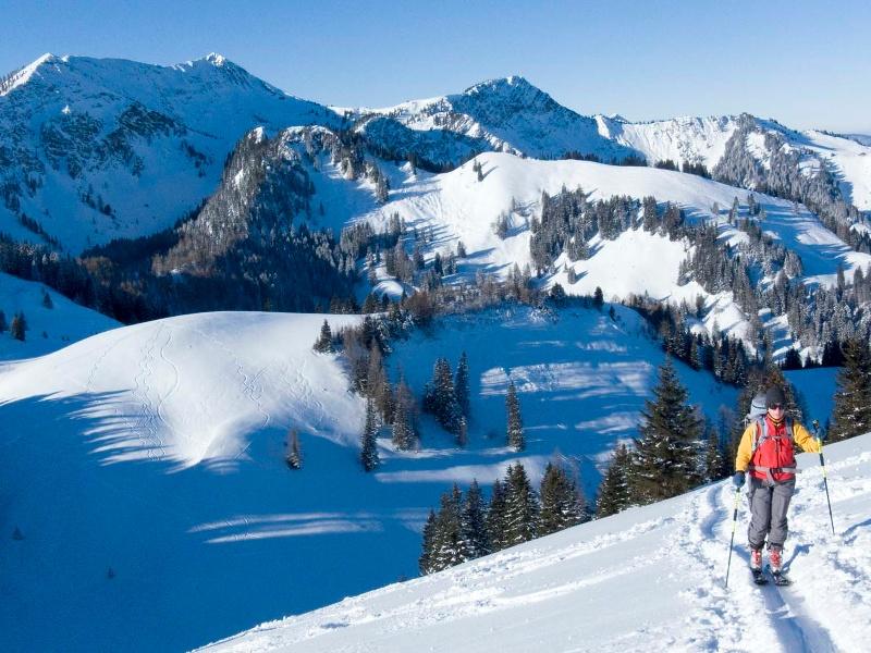 Brünnsteinschanze - beliebte Tour vom Tatzelwurm über die Seelacher Alm